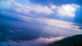sun-rays-il-paesaggio-della-montagna-44139730
